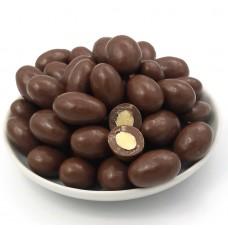 dragea de amêndoa coberta com chocolate ao leite