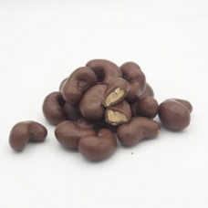 drágea de castanha do cajú coberta com chocolate ao leite