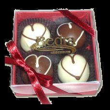 caixa com 4 trufas coração